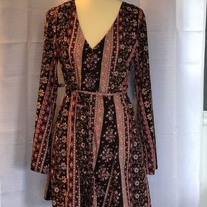 SUPER FUN LONG SLEEVE PRINT DRESS! LIKE NEW!